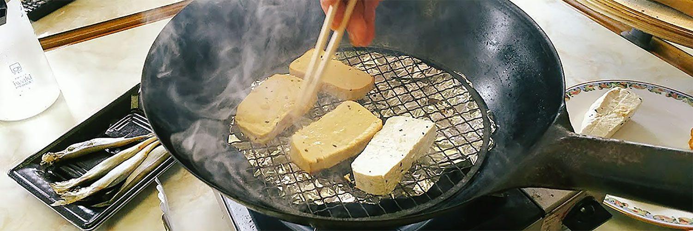 橋野で燻製づくり 〜実は知られていない !? こだわりの手作り豆腐や味噌から橋野の魅力を再発見する会〜